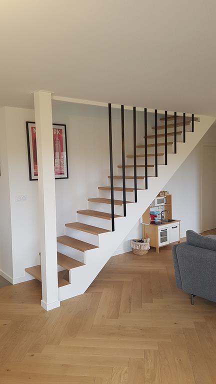 Escalier droit moderne Nouvoitou