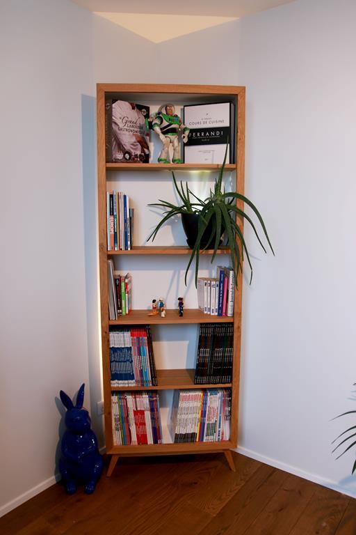 Ensemble de meubles laqués blanc et chêne vernis
